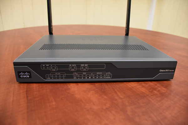 Router 887VAG-4G front side